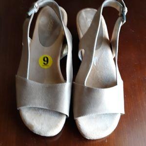 Aerosoles strapped healed sandals
